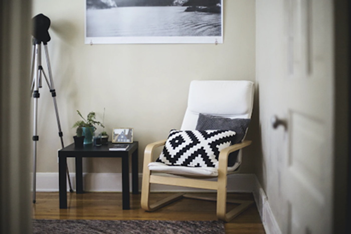 No-Damage Decorating Tips for College Apartments